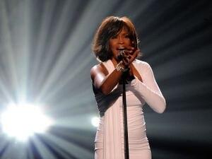 Los trágicos finales de Whitney Houston, su hija y su hijastro: sobredosis, muerte y el mismo dealer como hilo conductor