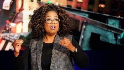 Oprah Winfrey a los 14 años quedó embarazada, aunque perdió al bebé en un parto prematuro. Fue victima de abusos toda su infancia