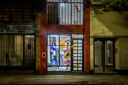 """""""Revelaciones"""", una serie de pinturas de grandes dimensiones y colores brillantes sobre plástico cristal de Martina Mordau (Martina Mordau)"""