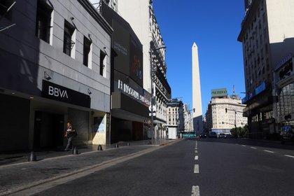 Imagen de archivo del Obelisco ante una vacía calle Corrientes en Buenos Aires, Argentina, Marzo 20, 2020. REUTERS/Matias Baglietto