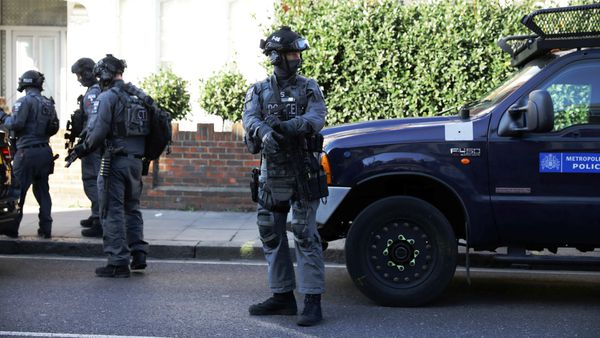 Bajan nivel de alerta en Londres; detienen a dos presuntos sospechosos de ataque
