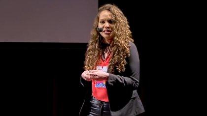 Mayra Arena, durante su charla TED de 2018