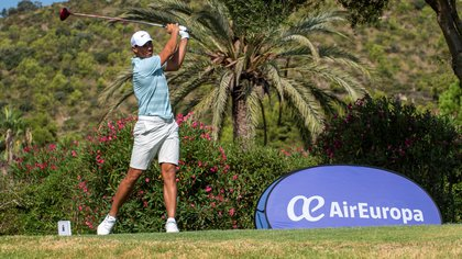El tenista español Rafa Nadal ha participado hoy en el Campeonato de Baleares Absoluto de Golf que se está disputando en la localidad mallorquina de Capdepera y en el que participan 62 golfistas. EFE/CATI CLADERA
