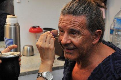 A la maquilladora le lleva media hora preparar al actor