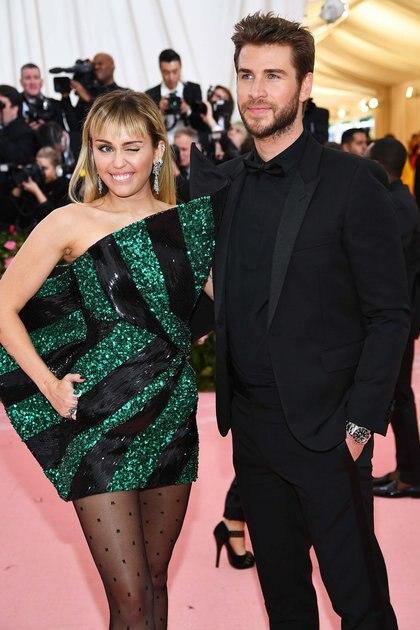 Miley Cyrus y Liam Hemsworth, dos invitados que siempre están presente en la gala del MET (AFP9