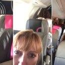 Una mujer filmó a la pareja teniendo relaciones en la última fila del avión