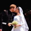 El primero de los muchos besos que se dieron Meghan y el príncipe Harry.