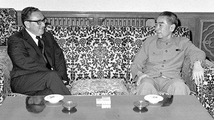 1971. Henry Kissinger junto con Zhou Enlai, durante uno de los encuentros que terminaron con el acercamiento histórico entre los Estados Unidos y China a comienzos de los años 70, en plena Guerra Fría con la Unión Soviética (White House Photo)