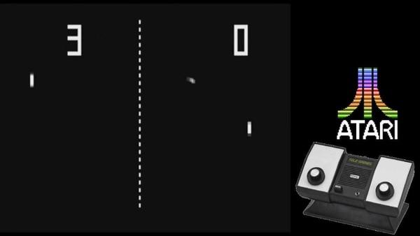 Pong funcionaba originalmente en una máquina recreativa construida por la compañía Atari