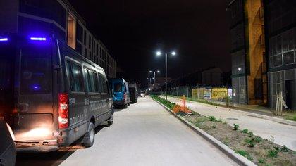 Móviles policiales en la zona a mediados de la noche (Franco Fafasuli)