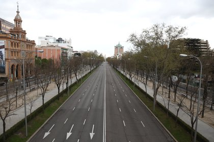 En Madrid las calles están vacías. Ya tienen más muertos por coronavirus que China (Reuters/ Sergio Perez)