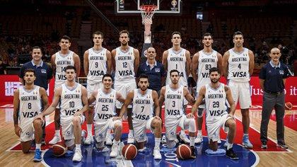 """""""Sí, al comparar, hay grandes similitudes en la armonía, la hermandad, la unión con la generación dorada"""" (FIBA)"""
