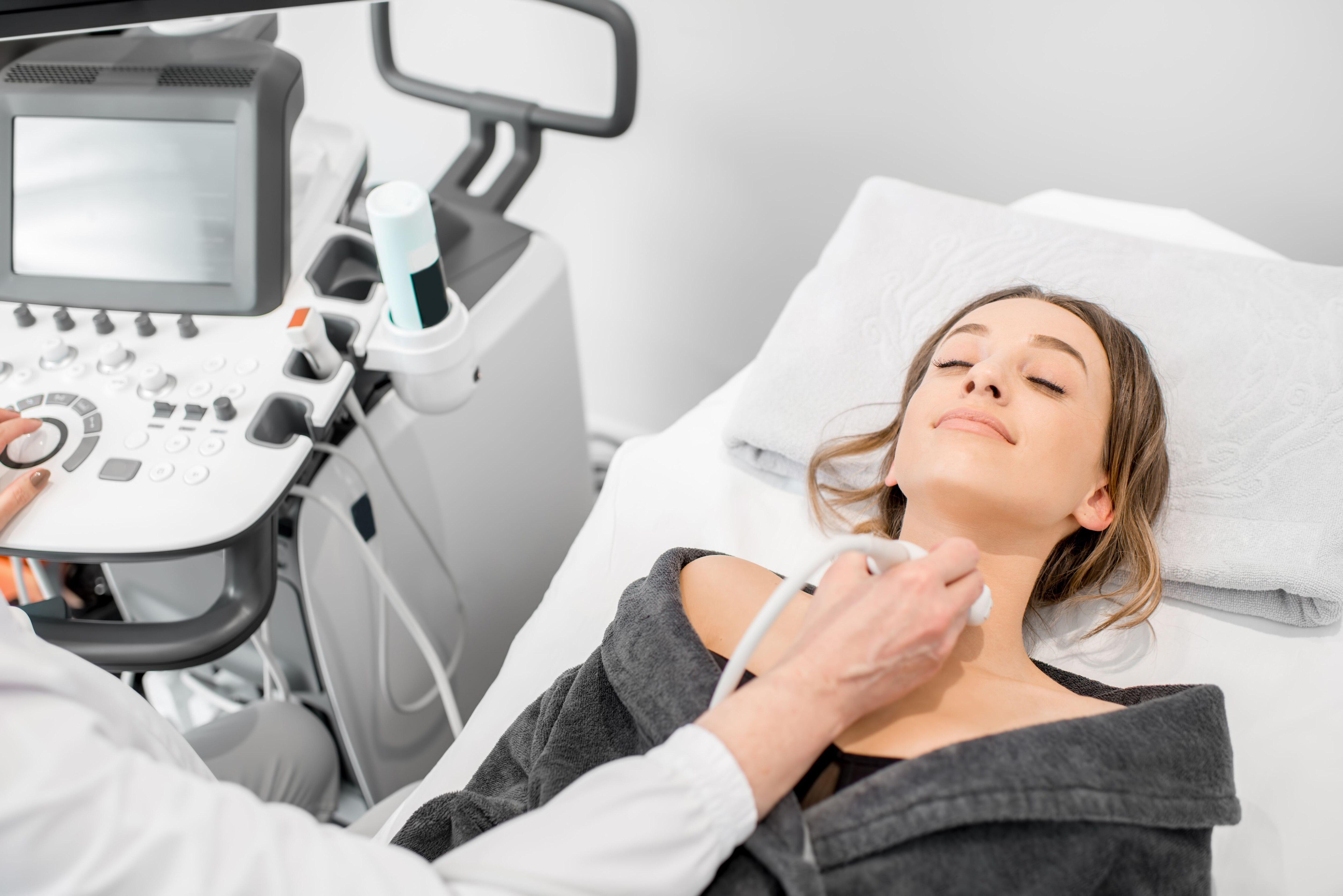 El tratamiento del cáncer de tiroides, al igual que todos los cánceres, necesita de un abordaje multidisciplinario (Shutterstock)