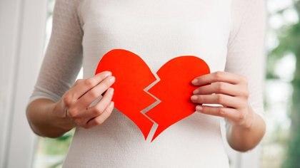 Las relaciones utópicas de cine romántico pueden afectar la salud (iStock)