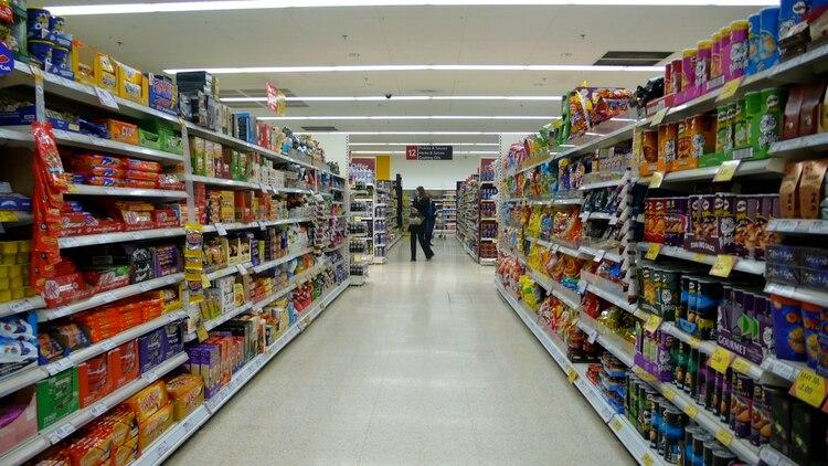 La expansión monetaria para estimular el consumo va acompañada de controles de precios, una receta bien conocida en la Argentina