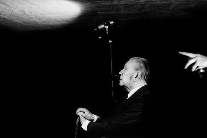 Jorge Luis Borges, retratado por el fotógrafo Daniel Mordzinski