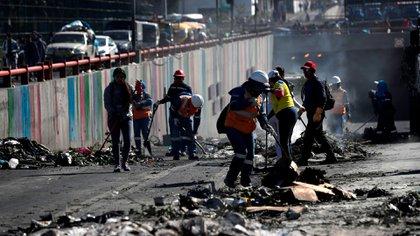 Indígenas limpian las calles de Quito tras días de protestas en Ecuador (EFE)