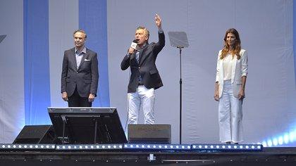 Mauricio Macri junto a Miguel Ángel Pichetto y Juliana Awada (Gustavo Gavotti)
