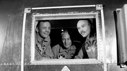 Los tres astronautas del Apolo 11, en cuarentena, tras arribar a la Tierra en 1969 (NASA)