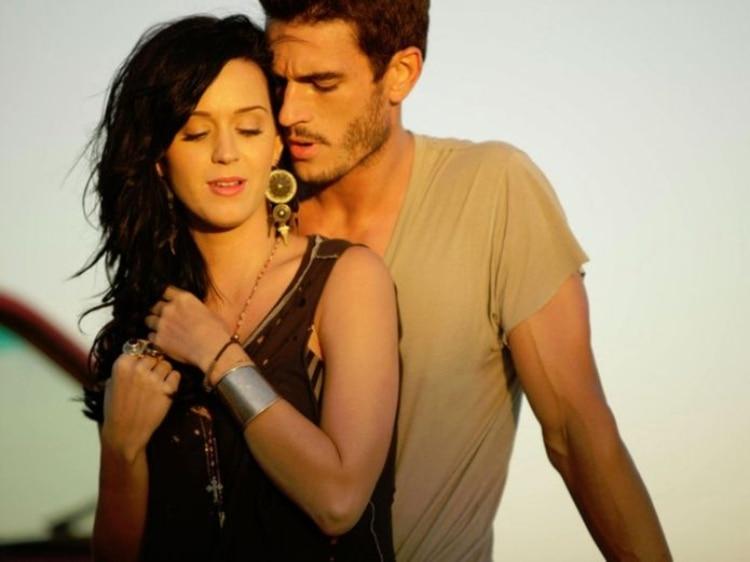 Kloss aseguró que sostuvo un breve romance con la cantante (Foto: Especial)