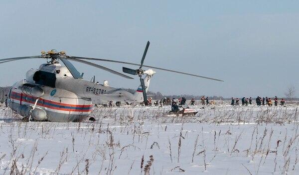 Funcionarios del Ministerio para Situaciones de Emergencia trabajan en el lugar (Reuters)