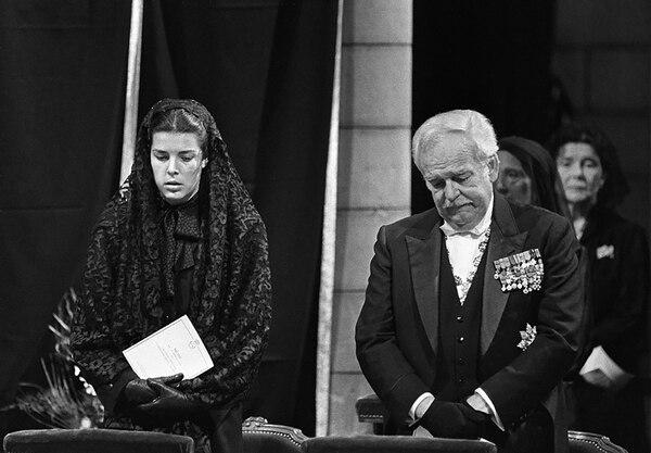 Rainierojunto a Carolinadurante el funeral de Grace Kelly (Casa Real de Monaco)