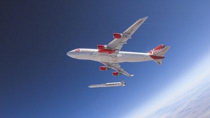 En mayo de 2020 se suspendió el primer intento de lanzamiento, por una falla en el propulsor (Virgin Orbit / AFP)