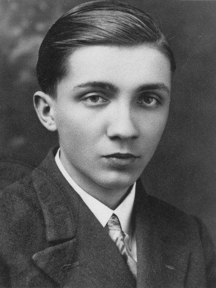 Aleksander Kulisiewicz hacia el fin de la adolescencia, cuatro años antes de su detención. (Museo del Holocausto de Washington DC, cortesía de Aleksander Kulisiewicz)
