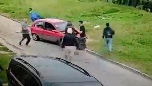 """""""Fue una locura pero lo volvería a hacer"""": el relato del hombre que enfrentó a un grupo de ladrones y destrozó su propio auto para evitar que asaltaran a su suegro"""