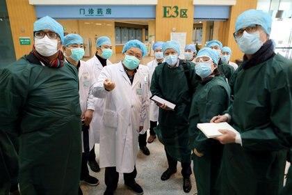 Desatado el brote, expertos de la OMS hicieron su primera visita a Wuhan en febrero (Reuters)