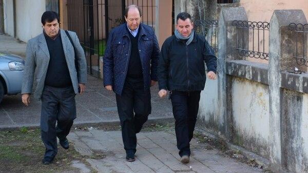 Ernesto Sanz, uno de los referentes de la UCR, llegando a la casa velatoria