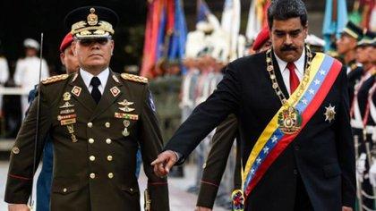 Nicolás Maduro y Padrino López, su ministro de Defensa