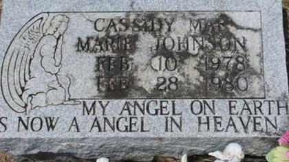 La tumba de la pequeña Cassidy, de dos años, asesinada en 1980 por Christine