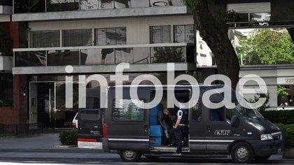 Entrada del edificio de Julio De Vido, en Av Del Libertador (foto Gustavo Gavotti)