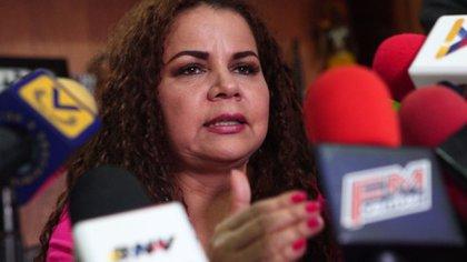 """Iris Varela, ministra de Prisiones de Venezuela, admiradora de Sai Baba yfavorecedora de los delincuentes del llamado """"pranato""""."""