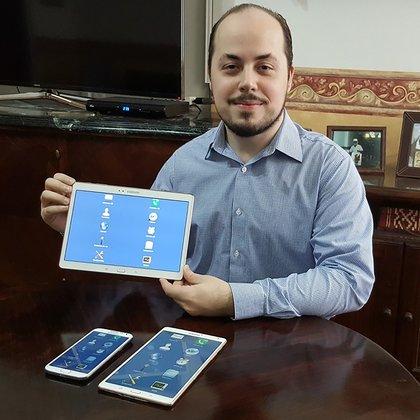 El joven de 33 años creó una aplicación para integrar a personas con discapacidad visual y motriz para que puedan utilizar dispositivos móviles