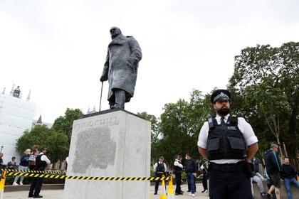 La policía desplegó un operativo para resguardar la zona (Reuters)