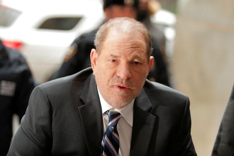 El productor cinematográfico Harvey Weinstein llega a la Corte Penal de Nueva York donde se realiza el juicio en su contra por asalto sexual, en el distrito de la ciudad de Nueva York, Nueva York, Estados Unidos. 5 de febrero, 2020 (Reuters)