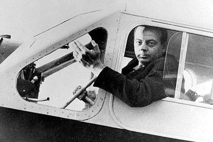 El 31 de julio de 1944, mientras realizaba una misión de reconocimiento, desapareció el avión que piloteaba Antoine de Saint-Exupéry