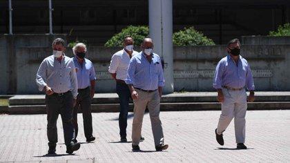 Achetoni, Chemes et Pelegrina, les trois dirigeants qui ont participé à la conférence de presse à la SRA, à Palerme (Maximiliano Luna)