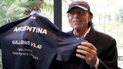 Guillermo Vilas con la campera de capitán del equipo de Copa Davis