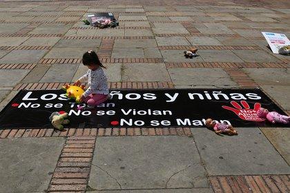 Manifestación en la Plaza de Bolívar del Día Internacional para la Prevención del Abuso Sexual Infantil y el Día Universal del Niño (Camila Díaz - Colprensa)