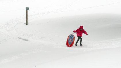Angela Moran, de12 años, en una colina de en el Lions Park de Bremerton, Washington. .