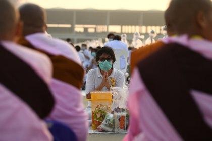 Ceremonia en un templo en las afueras de Bangkok (Reuters)
