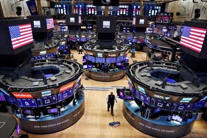 Wall Street cerró en verde de la mano del sector bancario y energético (Reuters)