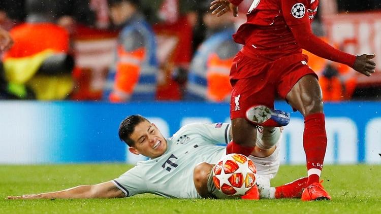 En el duelo en Anfield,James Rodríguez se adaptó al plan de Kovac (REUTERS)