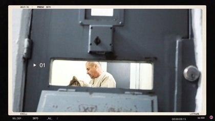 """Un hombre que se cree que es el narcotraficante mexicano Joaquín """"El Chapo"""" Guzmán, aparece en lo que se cree que es la prisión del Altiplano en 2016, en esta imagen fija tomada de un video suministrado por el sitio de noticias Latinus el 18 de febrero de 2020. LATINO / vía REUTERS"""