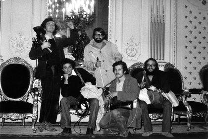 De izquierda a derecha Jorge Müller, Federico Elton, Patricio Guzmán, Bernardo Menz y José Bartolomé en el Palacio de la Moneda
