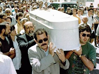 El entierro de Klara. El crimen de la adolescente conmocionó a San Fernando, Cadiz