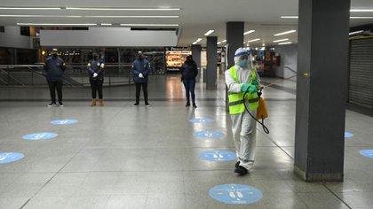 Tareas de sanitización en los nodos de transporte de la Ciudad de Buenos Aires frente al COVID-19 (Maximiliano Luna)
